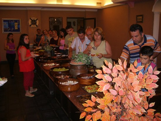 Temple Beach Hotel: buffet meal
