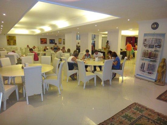 Temple Beach Hotel: dinning