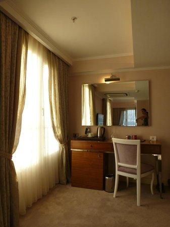 DoubleTree by Hilton Izmir - Alsancak: Big, bright windows