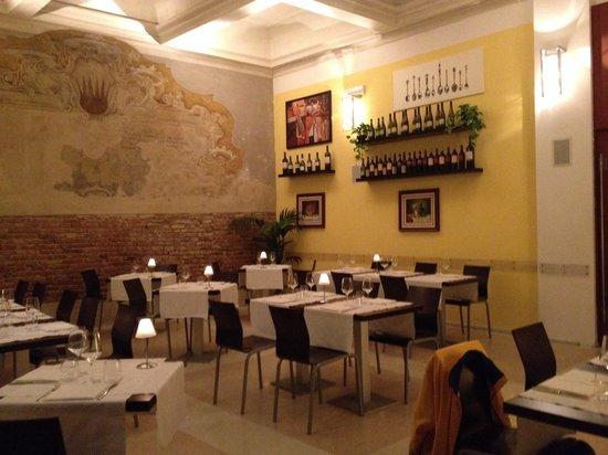 Osteria moderna Lucone Vino e Cucina : La sala grande interna