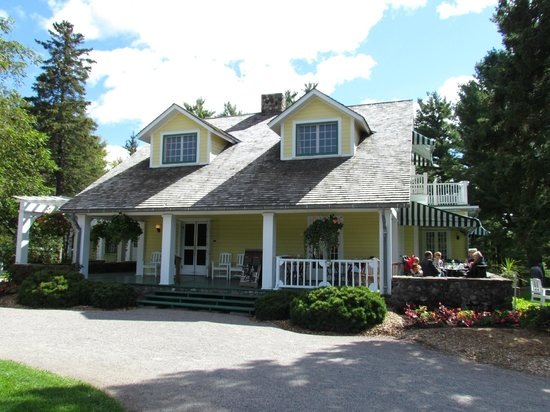 Mackenzie King Estate: The House  /  Cafe