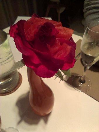 Spaans Dak: Appelcarpaccio, geserveerd in een roos