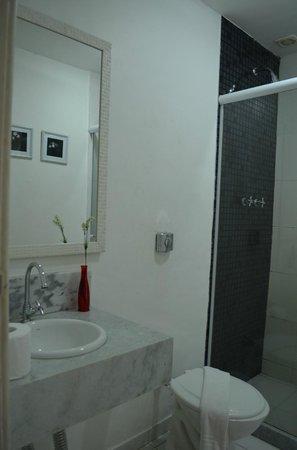 Bossa in Rio Hostel: Banheiro das Suites