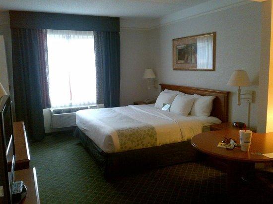 La Quinta Inn & Suites  San Antonio Downtown : king size bed