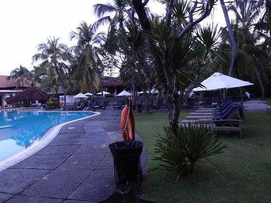 Bintang Kuta Hotel: Swimming Pool in Ramada