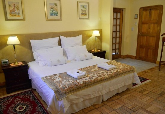 Woodlands Guest House: Protea room King bed