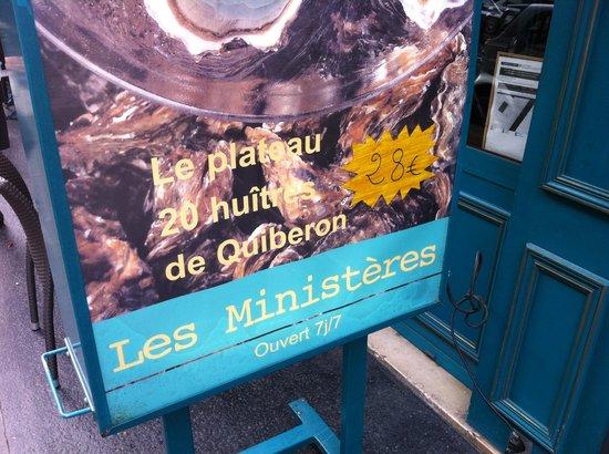 Les Ministères : 外の看板