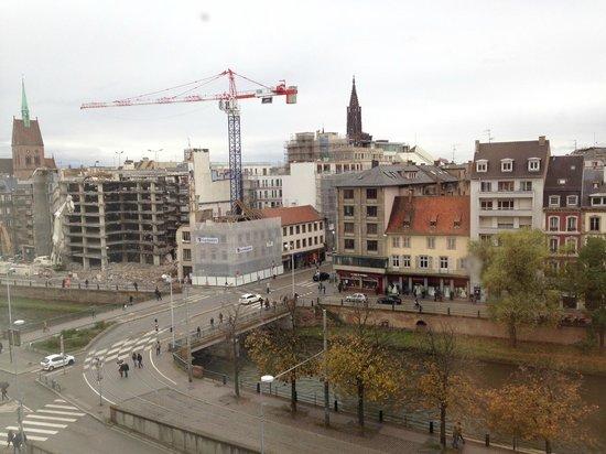 Novotel Strasbourg Centre Halles : Vue d'une chambre au 5e étage