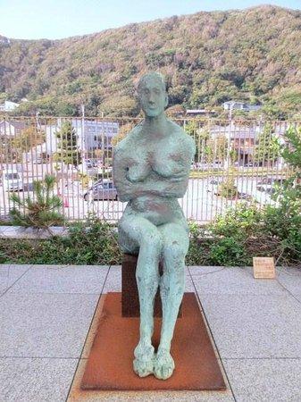 Kanagawa Prefectural Museum of Modern Art Hayama: 柳原義達「裸婦座る」