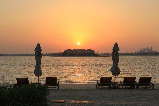 Anantara The Palm Dubai Resort : Vue de la plage le soir