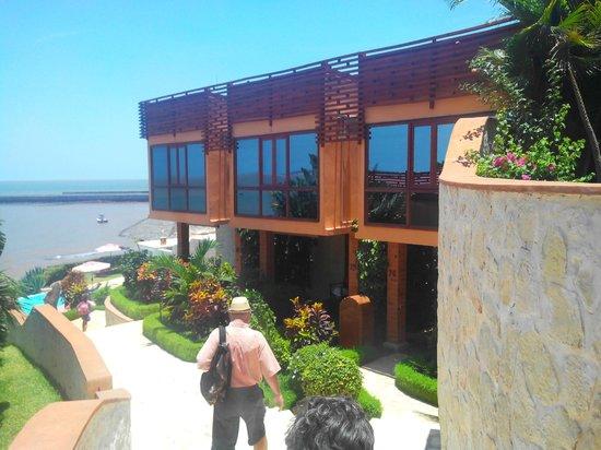 Acces A La Salle De Restauration Picture Of Karibu Lodge