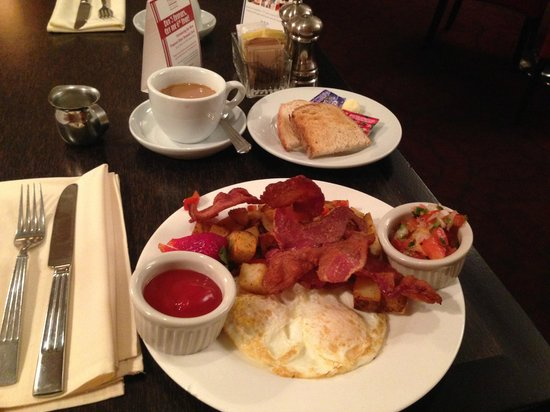 The Bristol Hotel - A Greystone Hotel : American Breakfast in the Dining Room