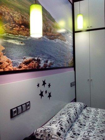 JC Rooms Santa Ana : Habitación con cama doble