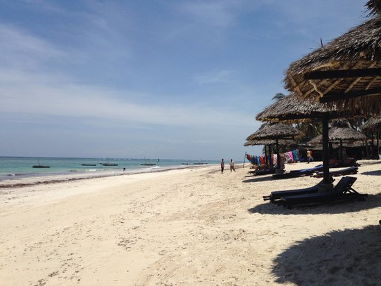Southern Palms Beach Resort : The beach