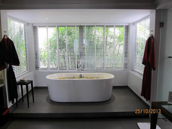 The Pavilions Phuket: bathtub