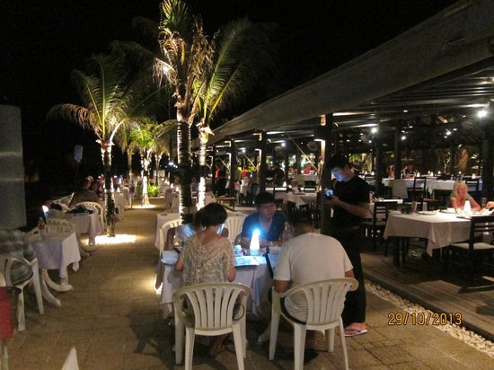 Lotus Restaurant : at night