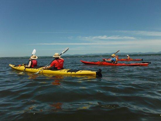 Saint-Michel-de-Bellechasse, Canada: Votre première expérience en kayak sur le fleuve. Inspiration littorale.