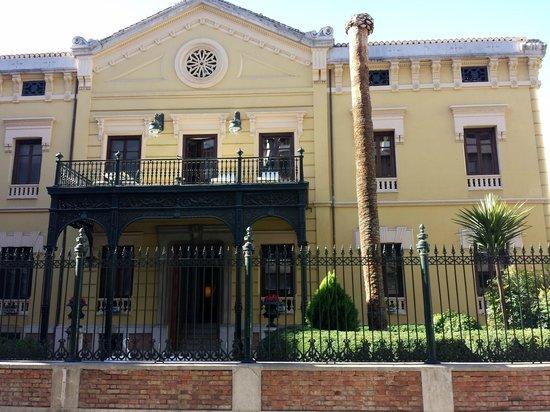 Hospes Palacio de los Patos: Vue de la rue