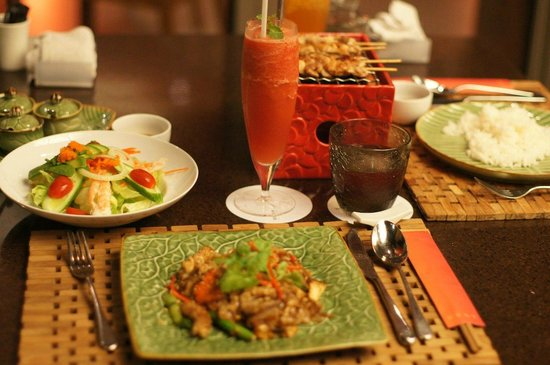 The Westin Siray Bay Resort & Spa Phuket: Последний ужин в одном из ресторанчиков
