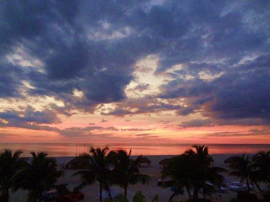 Marco Island Marriott Beach Resort, Golf Club & Spa : Sunset