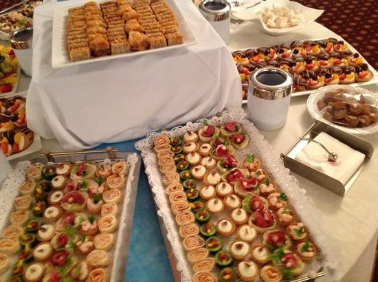 Atlantica Oasis Hotel: nibbles at management cocktail