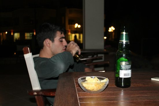 Aphrodite Beach Hotel: mythos beer in evenings
