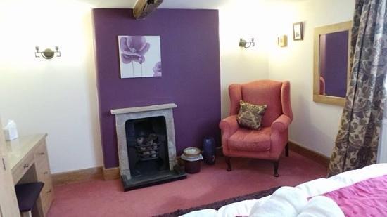 Eastgate Cottages: farmhouse bedroom
