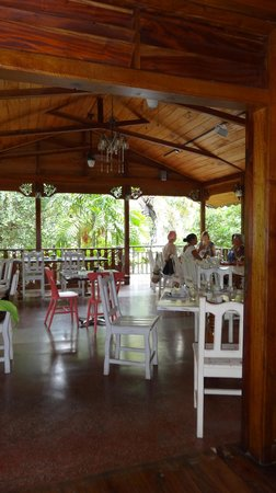 Kaz Zanana: The dining area