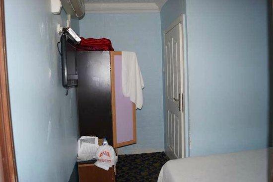 Emma Saray Hotel : Проход в ванную