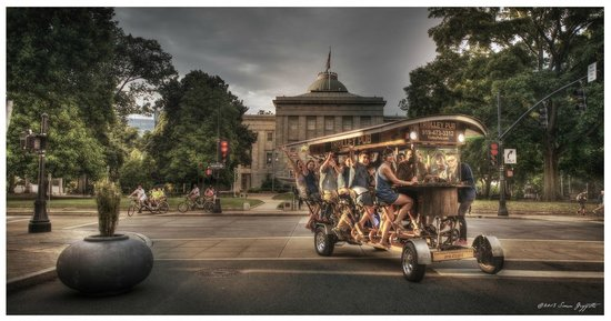 Trolley Pub in front of the capitol building