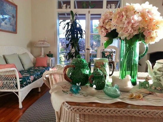 El Presidio Inn Bed and Breakfast: Victorian room's sitting room