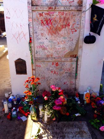 Marie Laveau's tomb - Picture of French Quarter Phantoms ...