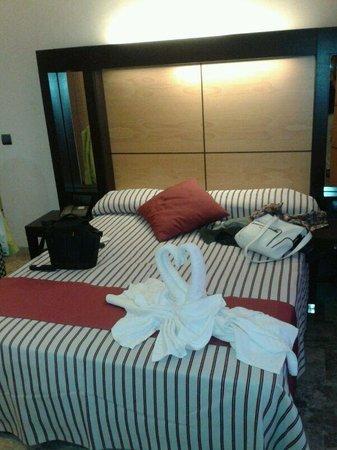 Mediterranean Bay Hotel : Un recibimiento espectacular en la habitación