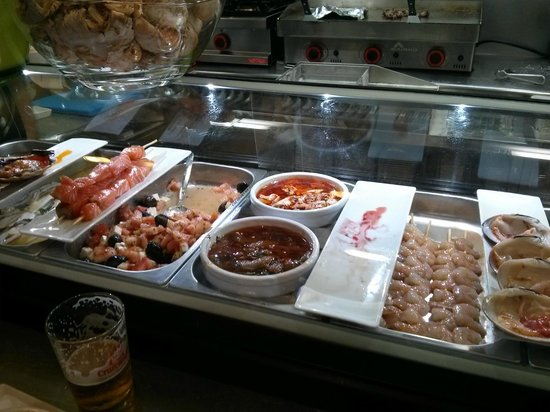 Bar Cafeteria El Yerno: Mostrador 2