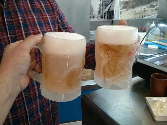 Bar Cafeteria El Yerno: Tanques de cerveza bien fresquita