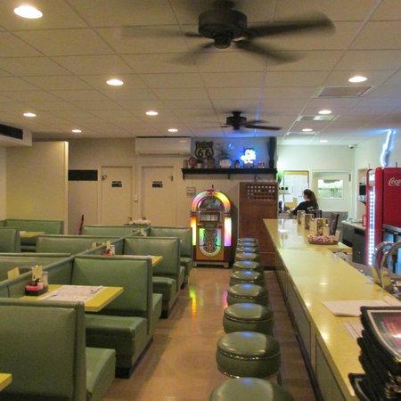 Southern Kitchen : Quaint Diner