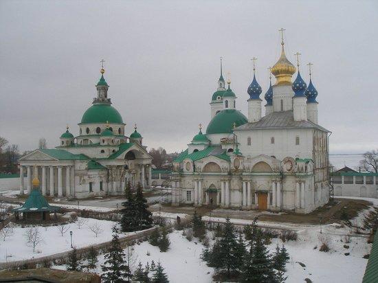 Yakovlevsky Savior Monastery: Монастырь зимой.