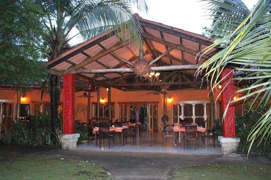 Popa Paradise Beach Resort: Clubhouse