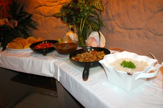 Popa Paradise Beach Resort: Central American buffet