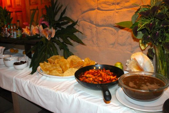 Popa Paradise Beach Resort : Central American buffet