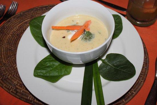 Popa Paradise Beach Resort: Dinner