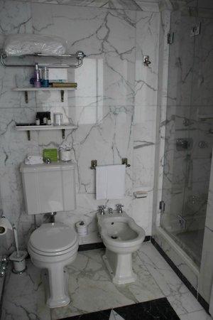 Helvetia & Bristol Hotel: Bathroom