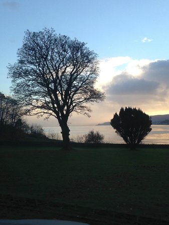 Knockderry House Hotel: The view of the loch at sunset