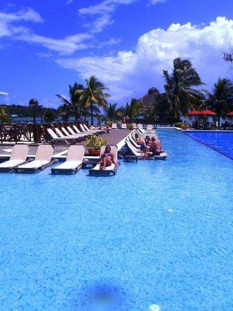 Playa Tortuga Hotel & Beach Resort : piscina
