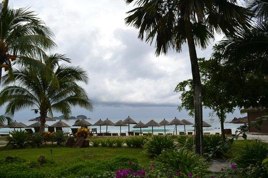 Laguna Redang Island Resort: BEACH FRONT