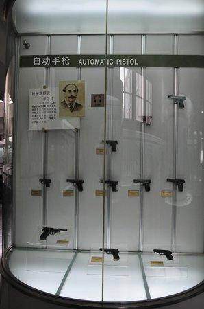 Chinese Military Museum : handguns