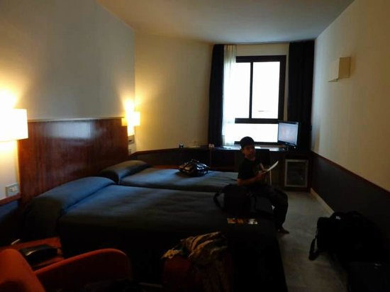 Onix Fira Hotel: Our Room 311