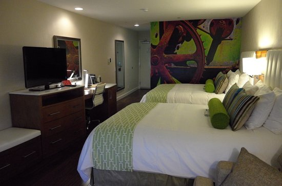 Hotel Indigo Anaheim : A great room for work or play...