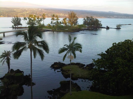 Castle Hilo Hawaiian Hotel: View of Coconut Island from our patio - nice rainbows from here!