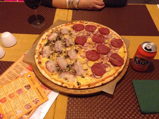 Pizzatime: One half Jazzo ( bacon with mushrooms) other half Giovanni ( salami, red onions, pork fillet) mm